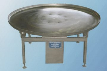 Revolving cutting table